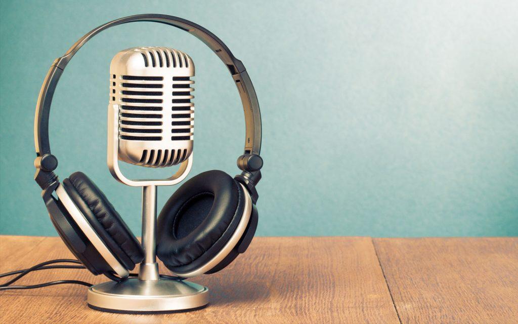 Si quieres seguir formándote en UX o Experiencia de Usuario, también puedes hacerlo en formato audio con esta selección de podcast